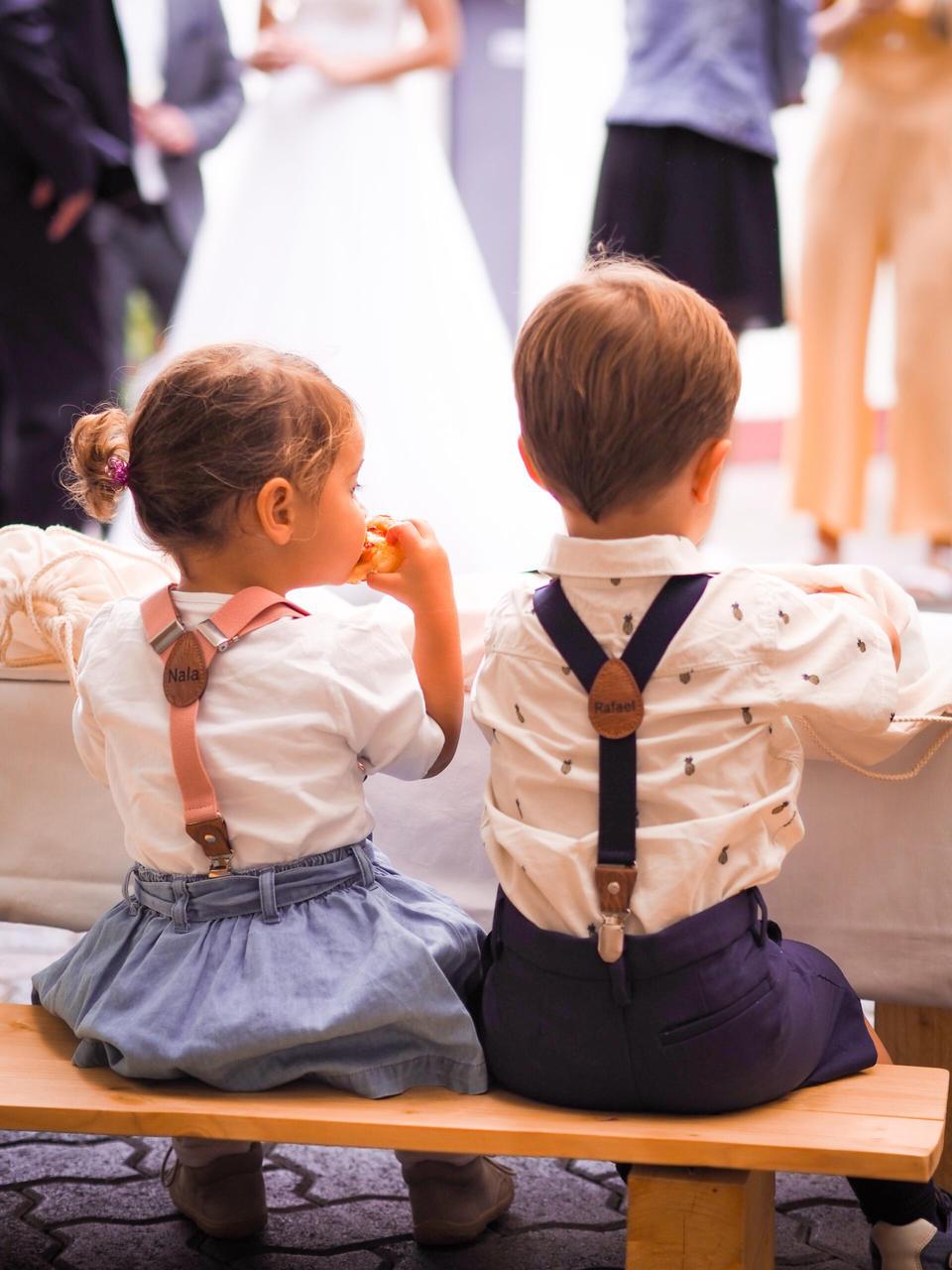 Kinder bei der Hochzeitsfeier
